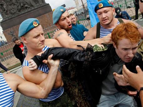 """Minden ötödik orosz """"eltörölné"""" az LMBTQ közösséget"""