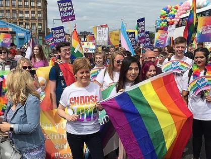 Glasgowban a miniszterelnök vezette a pride-ot