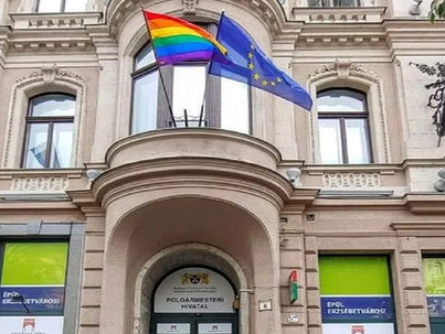 Évekig leckéztetett az önkormányzat egy idős leszbikus párt