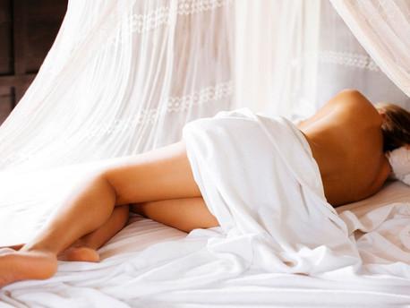5 tipp, hogy miért aludj meztelenül