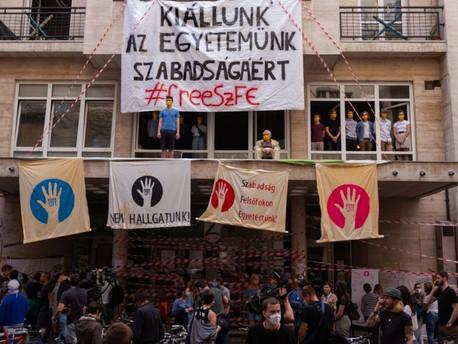 Megszűnt az utolsó független magyar egyetem?
