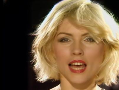 Fenékfájdalomból lett Blondie üvegszíve