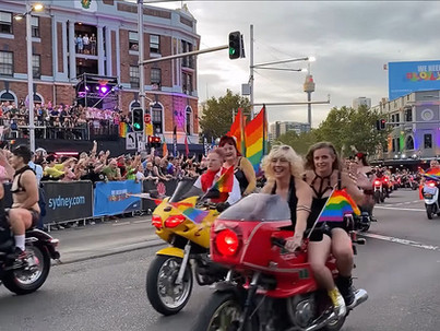 Vagány leszbikusok motoros felvonulása