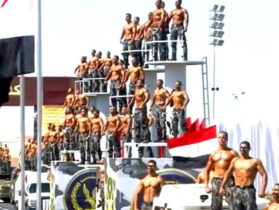 Bizarr rendőr-tisztavatás Egyiptomban