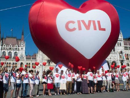 Visszavonnák a civileket megbélyegző törvényt?