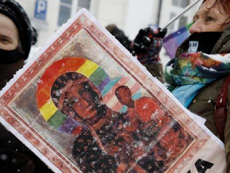 """Felmentették a """"szentségtörő"""" lengyel aktivistákat"""