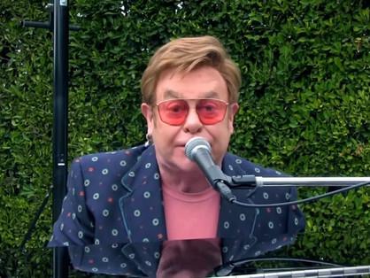 Elton John is fellépett Lady Gaga jótékonysági koncertjén