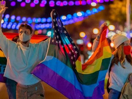 Minden eddiginél több amerikai vallja magát biszexuálisnak