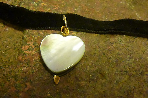 Shell Heart Choker Necklace