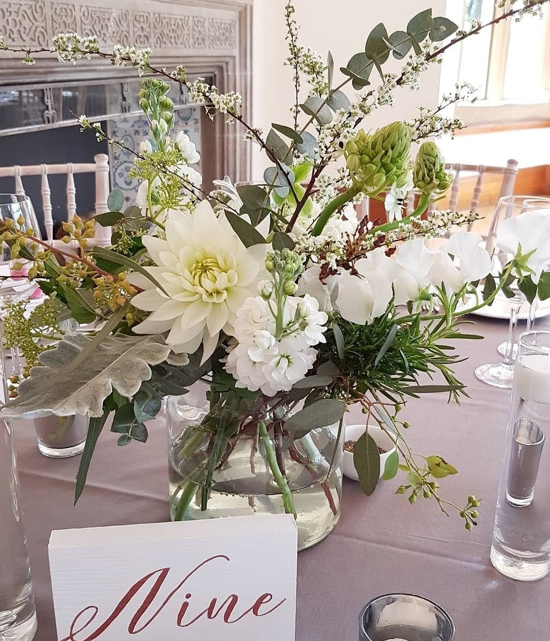 White green table centrepiece