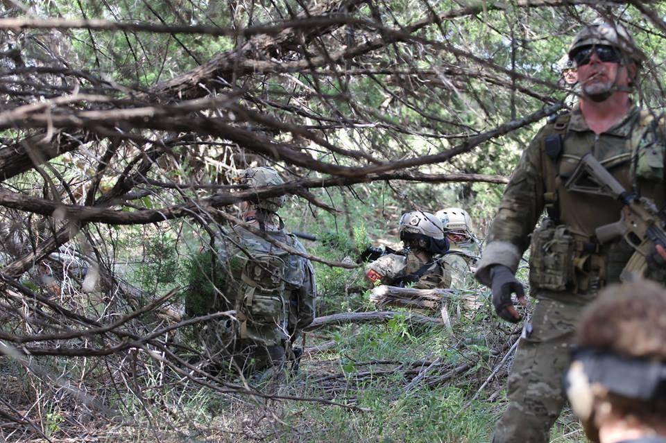 Team Sgt organizing a HLZ defense