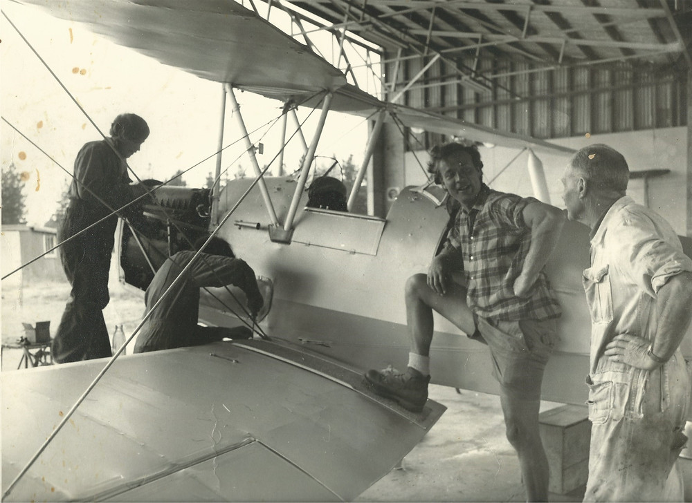 Bill Shaw with his Tigermoth in the hanger