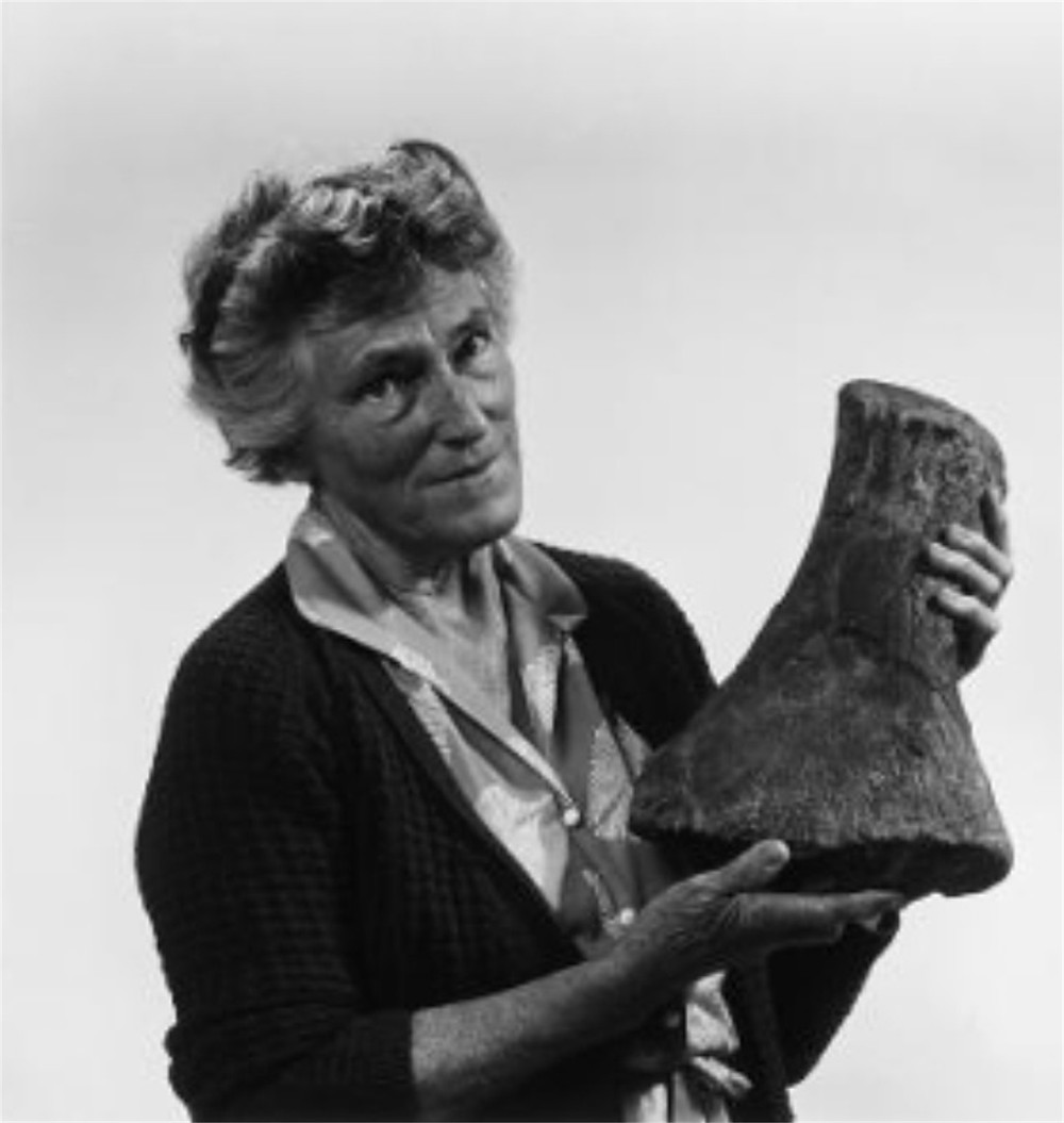 Joan Wiffen holding a large fossil