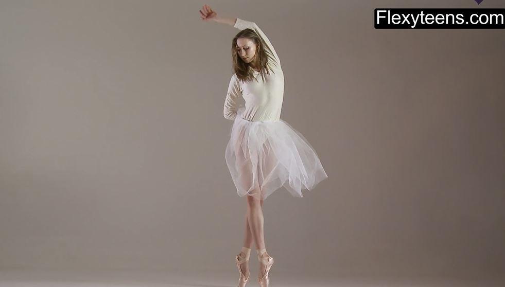 ballerine nude, ballerina nuda, giovane ballerina nuda, giovani ballerine nude, sportive nude, atlete nude, sportiva figa, sportive fighe