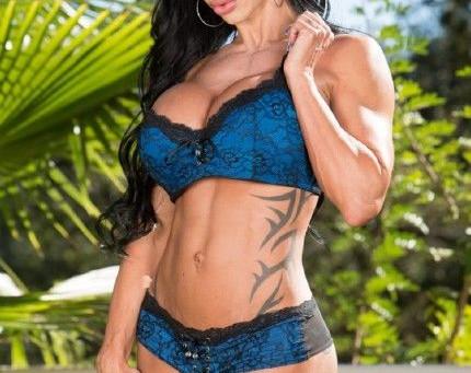 Jewels Jade è una sexy bodybuilder a cui piace prendere il cazzo a pecorina - Guarda il video porno