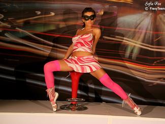 Sofia e la sexy ginnastica artistica. Una magnifica ginnasta nuda per i nostri occhi