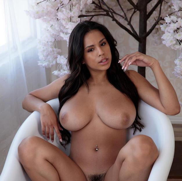 Autumn Falls, una bella figa nuda di 18 anni latina