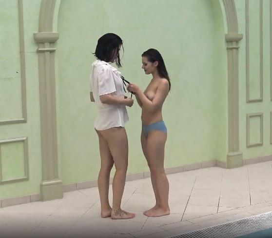 fighe nude, ragazze nude, 18 anni, diciottenni, lesbiche, nuotatrici nude, piscina, fighette depilate, patatine depilate, sportive nude