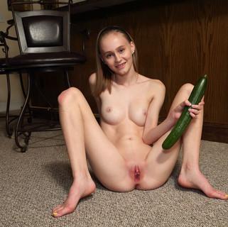 modella nuda, modelle nude, fighe nude, masturbazione femminile, met art, 18 anni, diciottenne figa, diciottenni fighe, vibratori