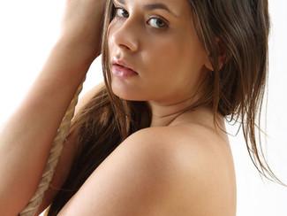 Rita, e le foto porno HD di una bella figa nuda di 18 che si esibisce nella ginnastica artistica