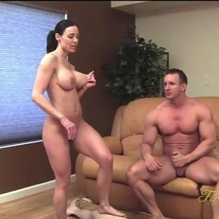 La pornostar e figa matura Kendra Lust scopata da due