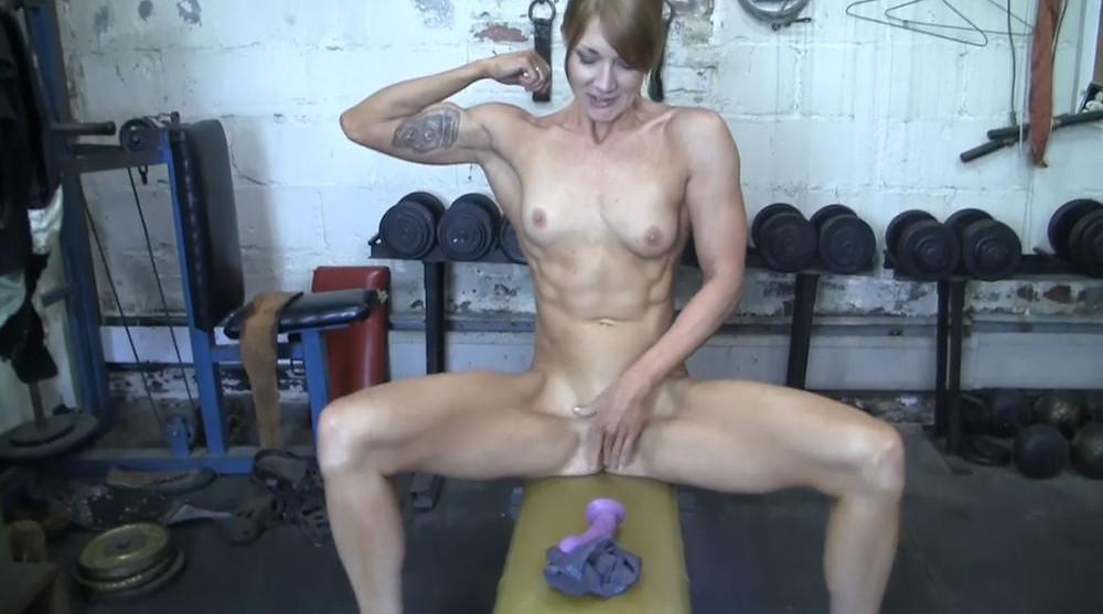 milf atletiche, escort muscolose, escort muscolosa, bodybuilder nude, personal trainer nude, masturbazione femminile, porno amatoriale, milf