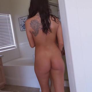 Figa tettona latina si scopa il fidanzato figo in un film porno