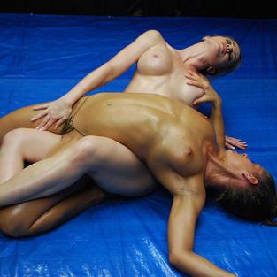 Skylar Rene e il combattimento sexy tra donne