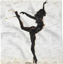 Kiskina: Una ballerina che ci delizia con uno spettacolo di danza classica nuda