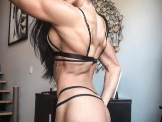Aspen Rae: Una ragazza fitness da favola. I suoi sex toys e lo spettacolo sexy