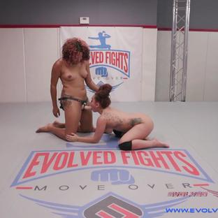 Sessione di lesbo wrestling per queste atlete lesbiche