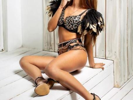 La modella italiana porno Eveline Dellai in una scena di sesso passionale con un bel cazzo
