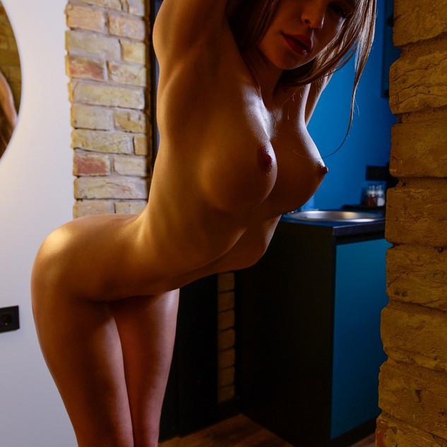 Emma Jomell, Vivienne Midiga, modella nuda, ginnasta nuda, figa nuda, giovane nuda, ragazza nuda, tettona, figa depilata, figa stretta, giovanissima, 18 anni, diciottenne nuda, troia, belle tette, tette grandi, pompinara, belle labbra, patatina, fighetta, fichetta