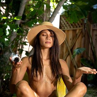 Modelle Nude: Le belle tette, il bel culetto e la bella figa della modella asiatica Hanna Le