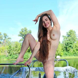 La modella nuda Monica Trent e le sue tettone nude