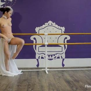 Irina Brovkina, una ballerina nuda e figa diciottenne depilata