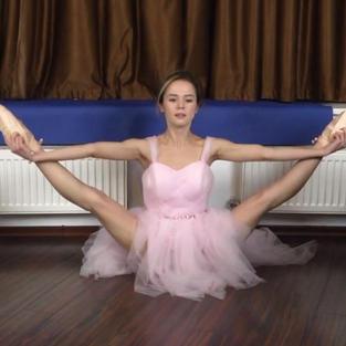 Ballerine Nude: La bellissima figa Agata fa danza nuda con il tutù e le scarpette da ballerina