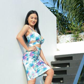 La modella asiatica nuda Kahlisa in un servizio fotografico hot Met Art