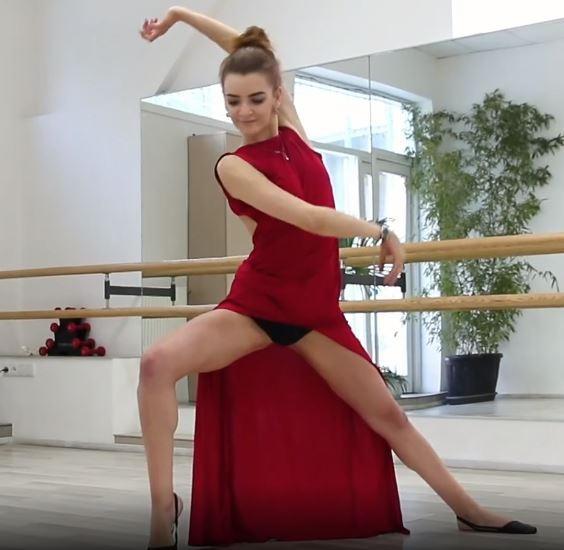 Alla Zadornya, una ballerina diciottenne figa e di gran classe nuda