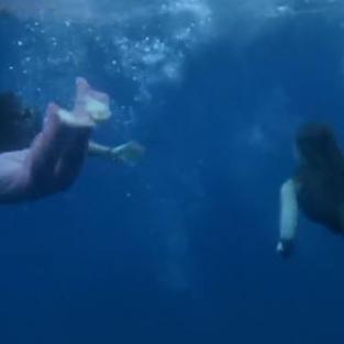 Belle teenager nude nuotano nel mare di Tenerife per fare eccitare i turisti