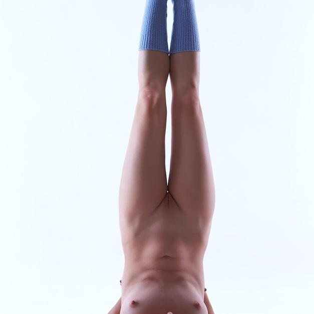 Ursula Fe, ginnasta nuda diciottenne e ricciolina