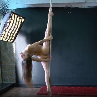 Christina Toth, ginnasta e diciottenne nuda con tette piccole e figa stretta