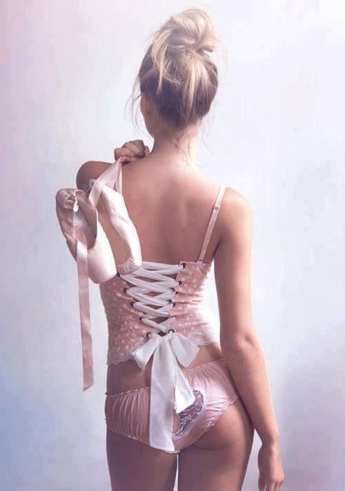 Ballerina nuda, Ragazzina nuda che balla
