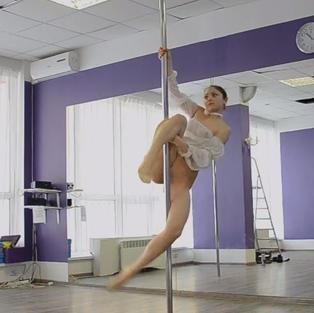 Irina Brovkina, una straordinaria ballerina nuda diciottenne e fighetta