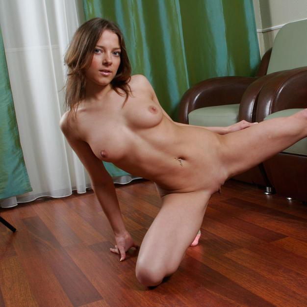 Lilichka, una ginnasta sexy e arrapata di appena 18 anni