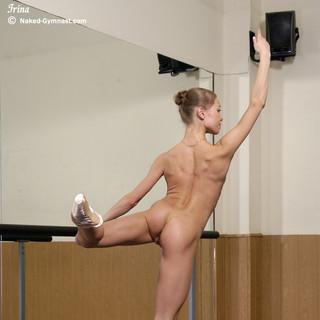 Irina, una ballerina nuda di 18 anni