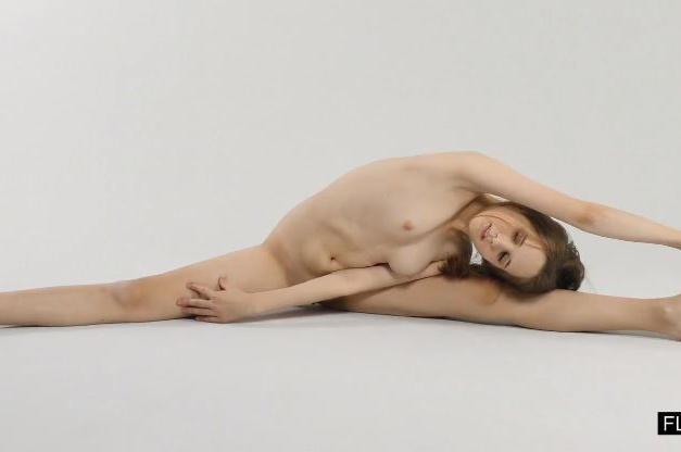Abel Rugolmaskina, giovane bellerina diciottenne figa e nuda