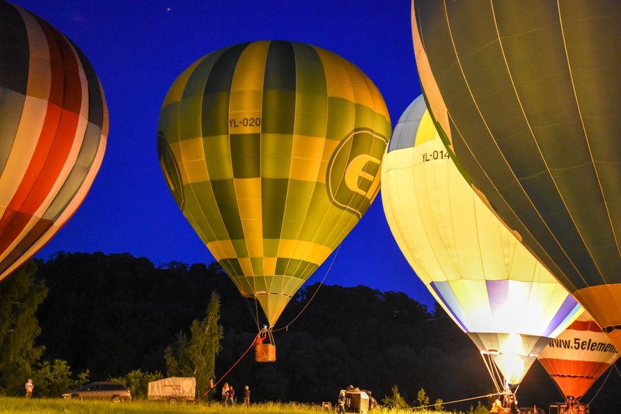 Gaisa balonu naksts šovs Siguldā