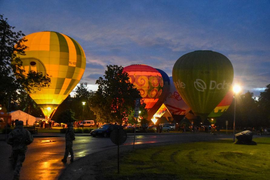 Gaisa balonu nakts spīdēšana Siguldā