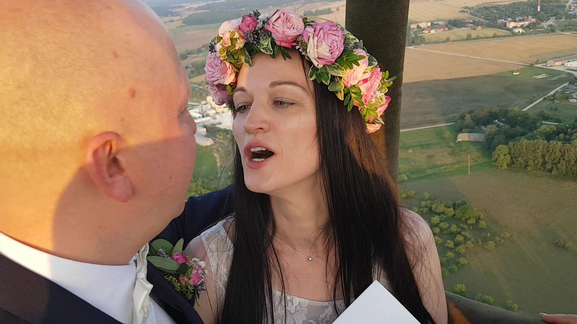Laulību ceremonija gaisa balonā